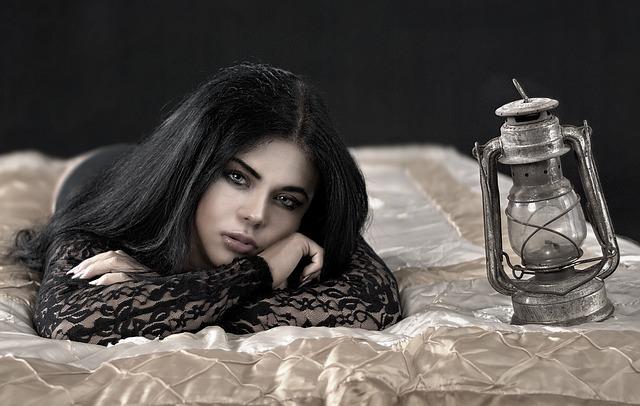 dívka s lampou.jpg