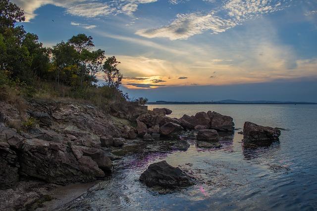 kamenité pobřeží