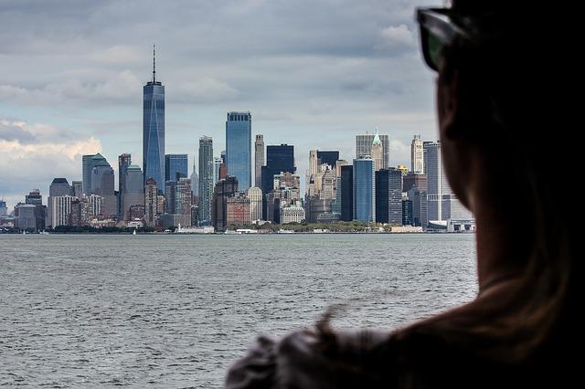 pohled na New York přes rameno