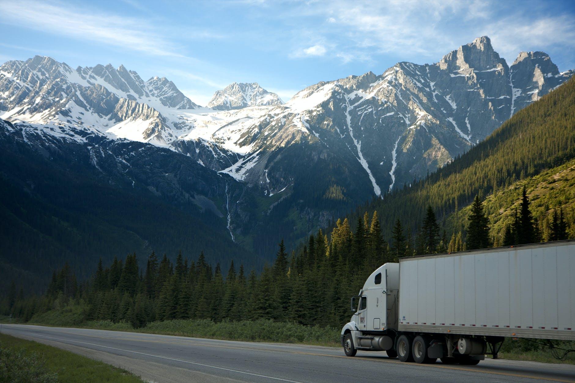 kamion na cestě